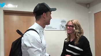 Julia Roberts gets starstruck by Real Madrid players